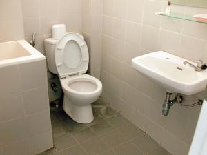 gambar-kamar-mandi-sederhana