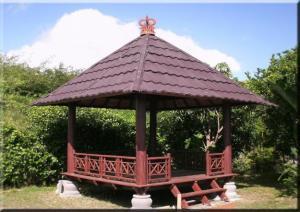 gazebo-kayu