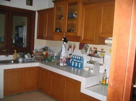 Lemari-dapur-gantung-dari-kayu