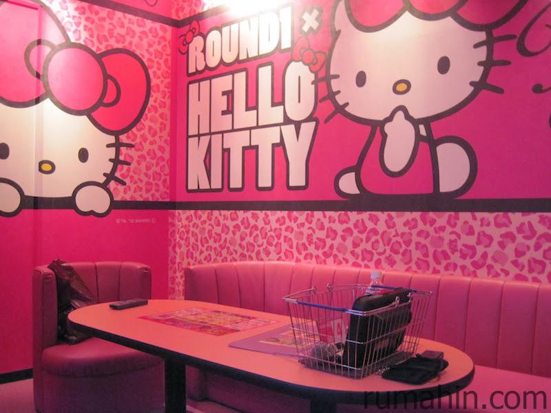 desain kamar tidur simple dengan karakter hello kitty